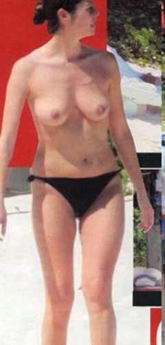 1. Chiara Mastroianni – topless at the beach