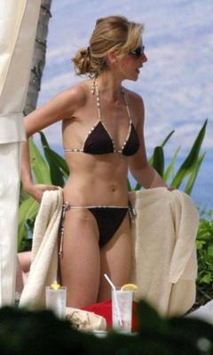 1. Sarah Michelle Gellar – sunbathing, 2005