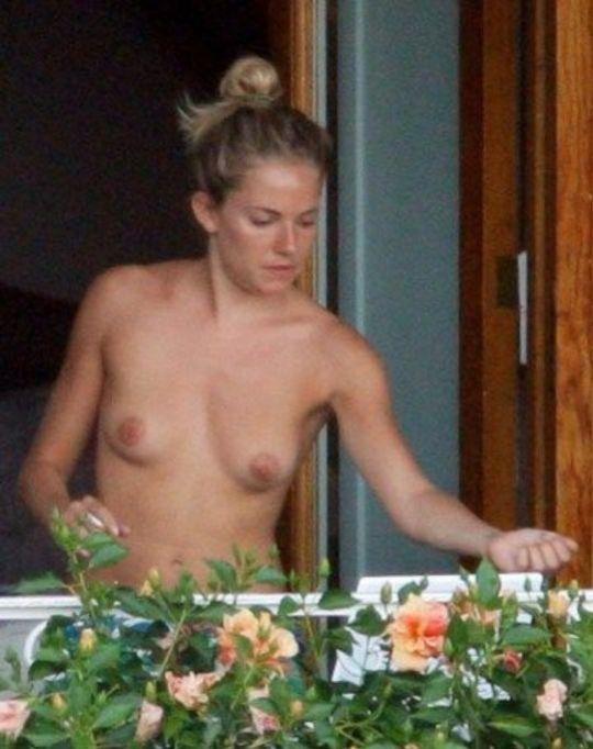 Nue sur le balcon de mon hotel au centre de madrid - 3 part 5