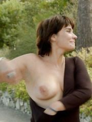 Christine Citti Naked – A dix minutes des naturistes, 2012