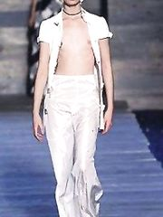 Erin O'Connor – catwalk oops