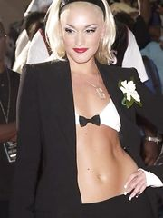 Gwen Stefani in Bra – First Bet Awards, 2001