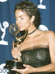 Halle Berry See Through – Emmy Awards, 2000