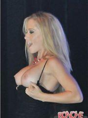 Kendra Wilkinson – flashing boobs, 2008
