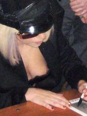 Lady GaGa – nipple slip, 2009
