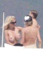 Pamela Anderson – Topless sunbathing, 2006