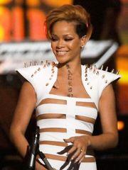 Rihanna – Stripes suit in Concert, 2009