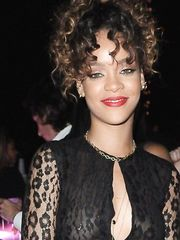 Rihanna – see through, 2011