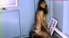 Victoria Vetri Shows Tits – Group Marriage