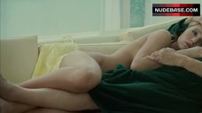 Blake Lively Naked Laying On Couch – The Private Lives Of Pippa Lee