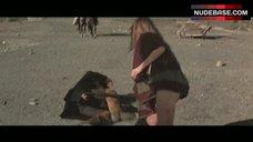 Raquel Welch Butt Exposed – Hannie Caulder
