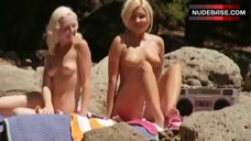 Carrie Minter Sunbathing Topless – The Dukes Of Hazzard: The Beginning