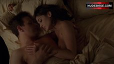 Lizzy Caplan Flashes Breasts – Masters Of Sex