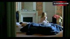 3. Valeria Bruni Tedeschi Flashes Nude Butt – 5X2