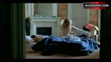 4. Valeria Bruni Tedeschi Flashes Nude Butt – 5X2