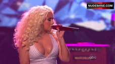 Christina Aguilera Decollete – The American Music Awards