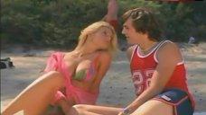 Jessica Simpson Sexy Bikini Scene – That '70S Show