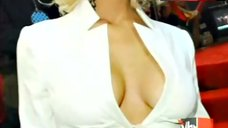 Jessica Simpson Cleavage – Vh1'S 100 Greatest Red Carpet Moments