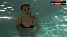 Natalie Portman in Lingerie in Pool – Garden State