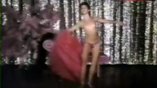 Victoria Abril Shows Tits on Stage – Cambio De Sexo