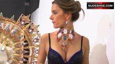 Alessandra Ambrosio in Lace Lingerie – The Victoria'S Secret Fashion Show 2011