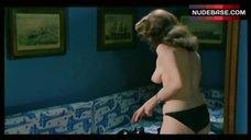Edwige Fenech Boobs Scene – La Soldatessa Alla Visita Militare