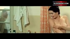 2. Edwige Fenech Washing Boobs – Secrets Of A Call Girl