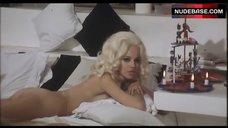 Susanna Martinkova Ass Scene – Un Detective