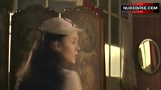 3. Keeley Hawes Shows Boobs in Mirror – Tipping The Velvet