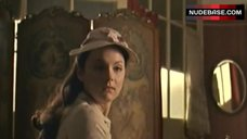4. Keeley Hawes Shows Boobs in Mirror – Tipping The Velvet