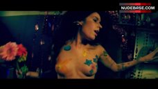 Victoria De Mare Naked Tits – The Black Room