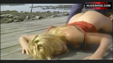 Valeria Marini Ass Scene – Bambola