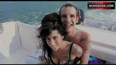 Amy Winehouse Hot in Bra – Amy