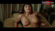Charlie Spradling Boobs Scene – Wild At Heart