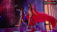 5. Adriana Lima Shows Shine Lingerie – The Victoria'S Secret Fashion Show 2014