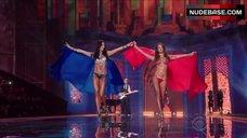 7. Adriana Lima Shows Shine Lingerie – The Victoria'S Secret Fashion Show 2014