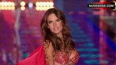 8. Adriana Lima Shows Shine Lingerie – The Victoria'S Secret Fashion Show 2014