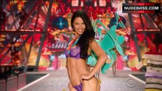 Adriana Lima Sexy in Violet Bra and Panties – The Victoria'S Secret Fashion Show 2016