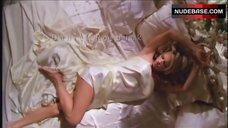 Pamela Anderson Intimate Scene – V.I.P.