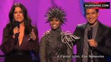 Khloe Kardashian Decollete – The X Factor