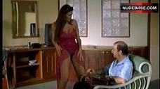 Manuela Arcuri Striptease – A Ruota Libera