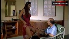 8. Manuela Arcuri Striptease – A Ruota Libera