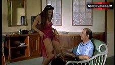 9. Manuela Arcuri Striptease – A Ruota Libera