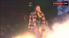 Foxy Brown Nip Slip – Jay-Z: Fade To Black