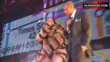 3. Foxy Brown Nip Slip – Jay-Z: Fade To Black