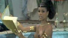 Jeannie Bell Boobs Scene – The Amorous Mis-Adventures Of Casanova