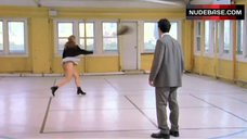 Jennifer Aniston Thong Scene – The Object Of My Affection