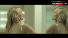 Robin Wright Undressing – Breaking And Entering