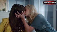 2. Sarah Michelle Gellar Lesbian Kiss – The Crazy Ones