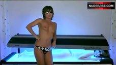Marie-France Pisier Topless in Solarium – Les Nanas